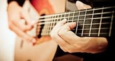 Inscrições abertas para oficinas de violão e teatro.
